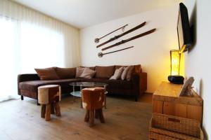 Ein Sitzbereich in der Unterkunft Amor Lodge
