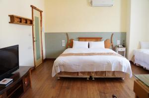 A bed or beds in a room at Smile 58 B&B