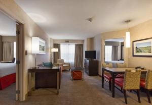 A kitchen or kitchenette at Residence Inn by Marriott Long Island Islip/Courthouse Complex