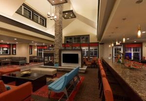 A restaurant or other place to eat at Residence Inn by Marriott Long Island Islip/Courthouse Complex