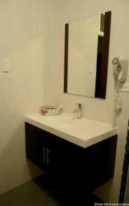 A bathroom at Hotel Cuenca