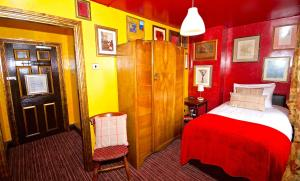 A bed or beds in a room at Fifteens of Chester