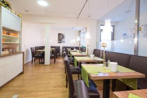 A restaurant or other place to eat at Hotel Zlami-Holzer