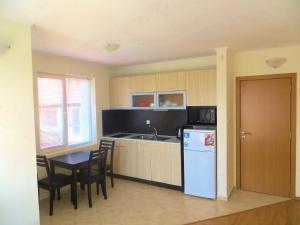 A kitchen or kitchenette at Apartments in Azalia 2 Complex