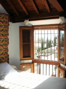 A bed or beds in a room at Hotel Santa Isabel La Real