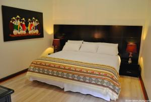 A bed or beds in a room at Hotel Cuenca
