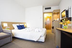 Novotel Genova City tesisinde bir odada yatak veya yataklar