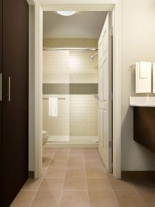 A bathroom at Staybridge Suites College Station