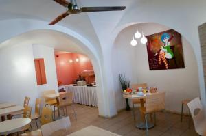 Restaurant ou autre lieu de restauration dans l'établissement La Taverne