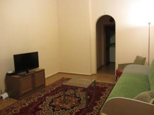 Телевизор и/или развлекательный центр в Апартаменты Оld Flat на Белинского