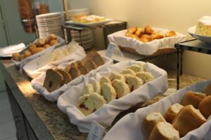 Breakfast options available to guests at Master Express Lima e Silva - Cidade Baixa