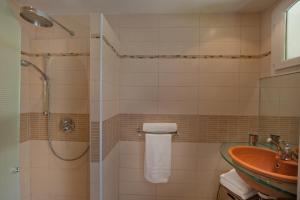 A bathroom at Studio Kalliste - Vision Luxe
