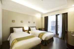 A bed or beds in a room at Best Western Premier Seoul Garden Hotel