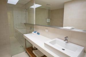 A bathroom at Noosa Entrance Waterfront Resort