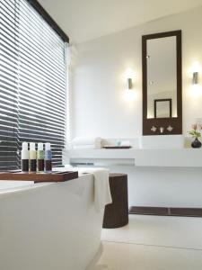 A bathroom at Amara Sanctuary Resort Sentosa (SG Clean, Staycation Approved)