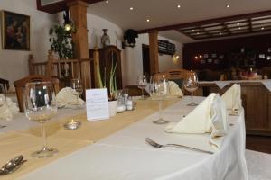 Een restaurant of ander eetgelegenheid bij Hotel-Landgasthof Katschtalerhof