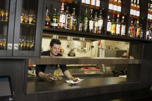 De lounge of bar bij Hampshire Hotel - Avenarius