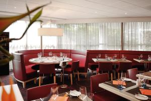 A restaurant or other place to eat at Novotel Rotterdam Brainpark