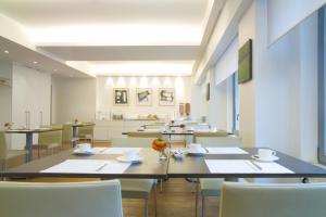 Un restaurante o sitio para comer en Hotel Simoncini