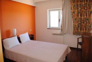 A bed or beds in a room at HI Vila Nova de Foz Coa - Pousada de Juventude
