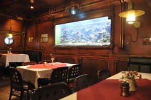 Ein Restaurant oder anderes Speiselokal in der Unterkunft U-Nautic Restaurant & Pension