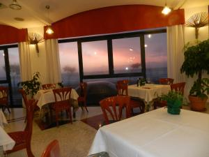 A restaurant or other place to eat at Hotel Il Mulino
