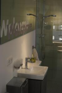Ein Badezimmer in der Unterkunft Hommage Appartements