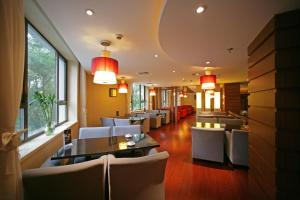 Restaurace v ubytování Tianan Rega Hotel
