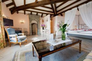 A seating area at Romantik Hotel Castello Seeschloss