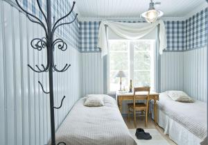A bed or beds in a room at Westerby Gård
