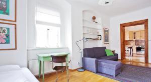 A seating area at Apartment U hroznu