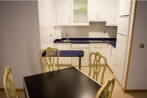 A kitchen or kitchenette at Apartamentos Turisticos Noray