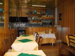 A restaurant or other place to eat at Albergo Boccadasse