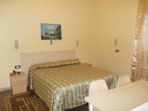 A bed or beds in a room at Albergo Boccadasse
