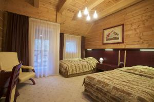 A bed or beds in a room at Gniazdo Noclegi - Restauracja