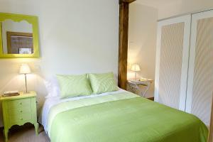 A bed or beds in a room at Apartamentos Turísticos Los Zapatos Morados