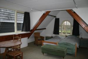 A bed or beds in a room at Holiday home Koetshuis de Polderruimte