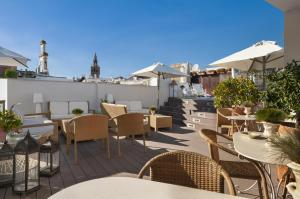 A restaurant or other place to eat at Hotel Amadeus Sevilla