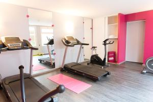 The fitness center and/or fitness facilities at Hôtel de France