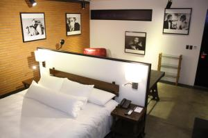 A bed or beds in a room at Alfonsina Hotel Boutique