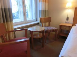 Ein Sitzbereich in der Unterkunft Park Hotel Am Lindenplatz