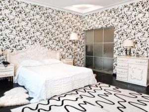 Кровать или кровати в номере Постоялый двор Русь