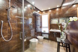 A bathroom at Hotel Trapani In