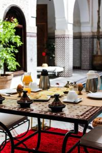 A restaurant or other place to eat at Le Pavillon Oriental
