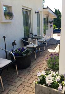 Een patio of ander buitengedeelte van Hotel Pension Oranje