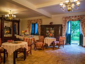 Um restaurante ou outro lugar para comer em Hotel Sintra Jardim
