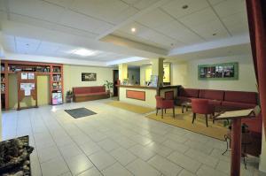 Hall ou réception de l'établissement Perros Hotel