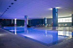 Basen w obiekcie Hotel Spa La Quinta Park Suites lub w pobliżu