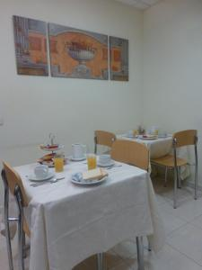 A restaurant or other place to eat at Hostal El Val