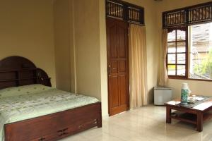 A bed or beds in a room at Runa Guesthouse